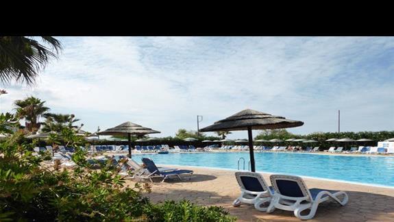 Basen w hotelu Cyprotel Almyros