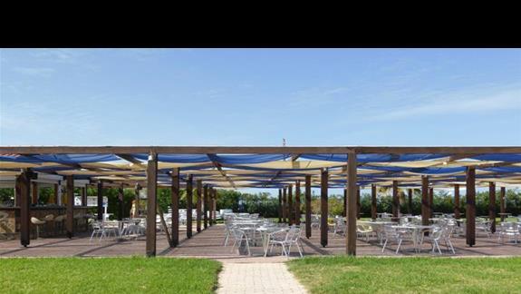 Bar w hotelu Cyprotel Almyros