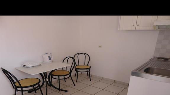 Aneks kuchenny w pokoju w hotelu Eriva