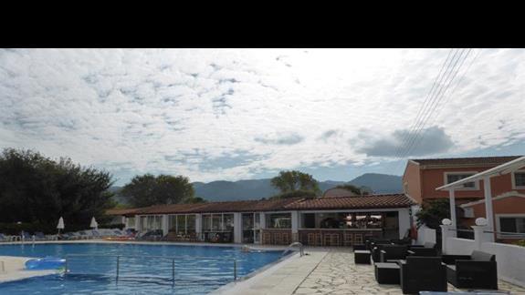 Basen w hotelu Eriva