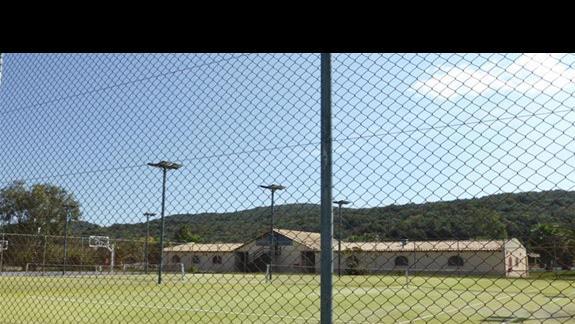 Kort tenisowy i boisko w hotelu Gelina Village