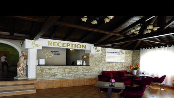 Lobby w hotelu Memento Kassiopi Resort