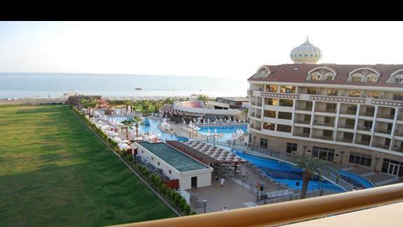 Widok z balkonu w Kirman Belazur Resort