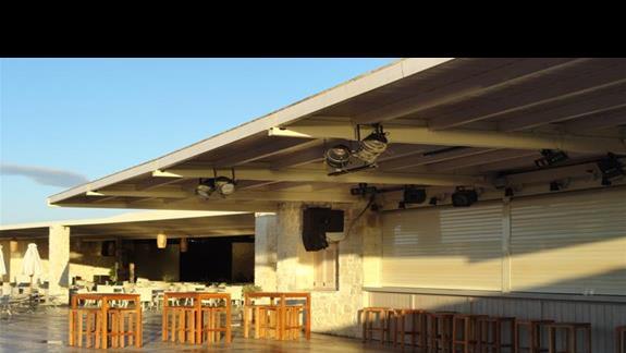 Ostria Beach - bar przy którym odbywaja sie dyskoteki