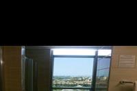 Hotel Dizalya Palm Garden - Łazienka i widok z łazienki w Dizalya Palm Garden (pokój rodzinny)