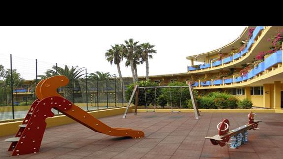 Plac zabaw oraz boisko hotelu Drago Park