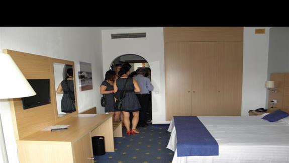 Pokój typu standard przed remontem w hotelu Fuerteventura Playa