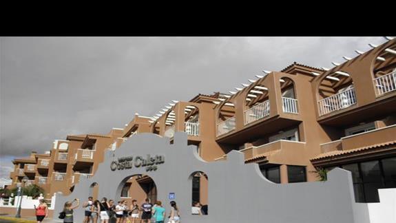 Hotel Costa Caleta od frontu