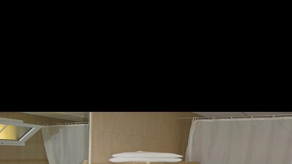 Lazienka pokoju standard w hotelu Costa Caleta