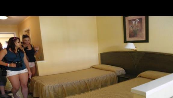 Pokój typu apartament z 1 sypialnia (lózka w salonie) w aparthotelu Caleta Garden