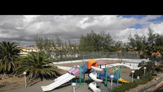 Plac zabaw dla dzieci przy aparthotelu Caleta Garden