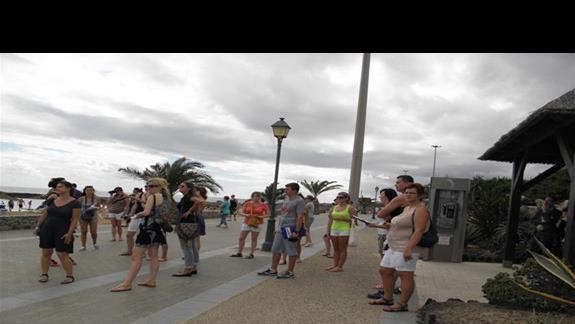 Promenada pomiędzy hotelem Elba Carlota a plażą
