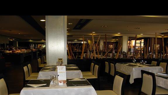 Restauracja gówna w hotelu Elba Carlota