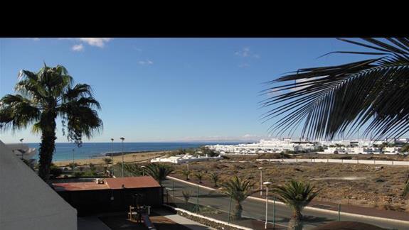 Widok z balkonu bez widoku na morze (boczny jednak jest) w hotelu Sol Lanzarote