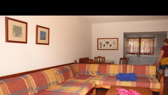 Salon w bungalowie hotelu Rio Playa Blanca