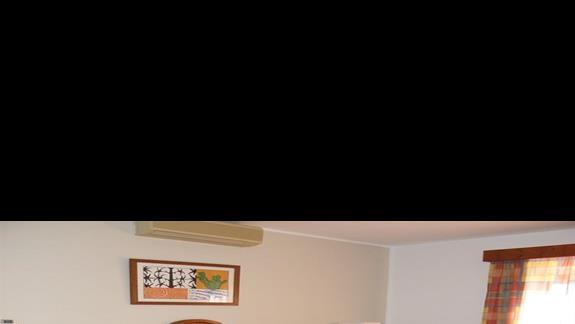Sypialnia w bungalowie hotelu Rio Playa Blanca