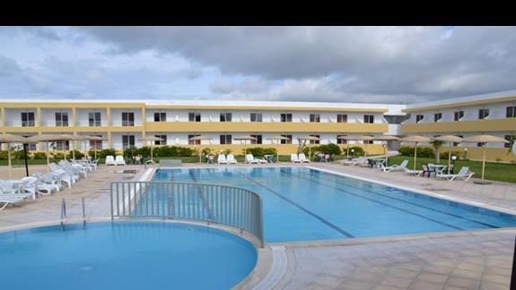 Basen w hotelu Pyli Bay