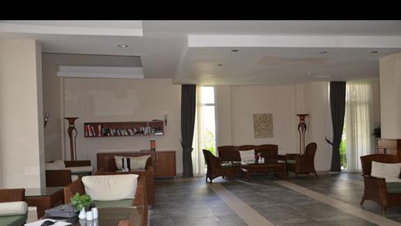 Lobby w hotelu Vera TMT Resort