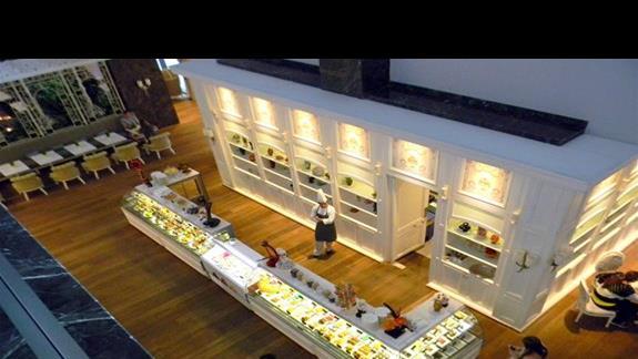 Hotelowa cukiernia w Regnum Carya Golf & SPA Resort