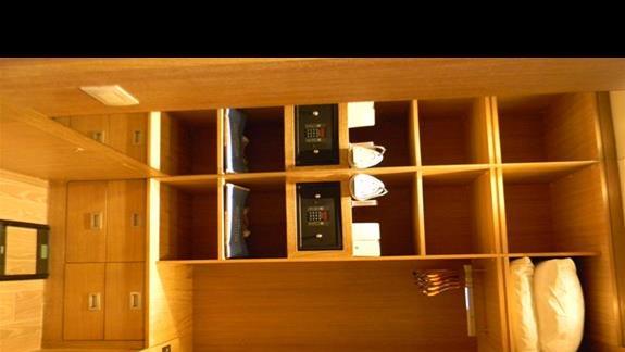 Garderoba w pokoju LUXURY (62m2) hotelu Regnum Carya Golf & SPA Resort
