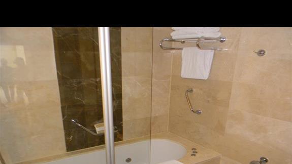 Łazienka w pokoju Rodzinnym Deluxe w hotelu Gural Premier