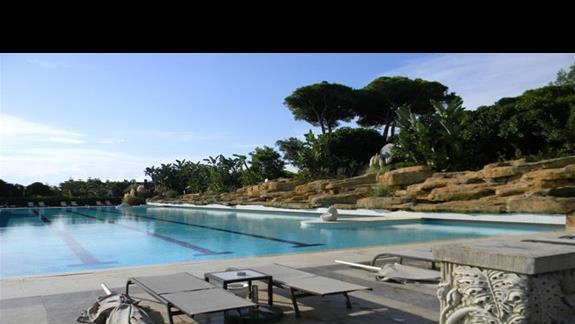 Basen zewnętrzny w hotelu Ela Quality Resort
