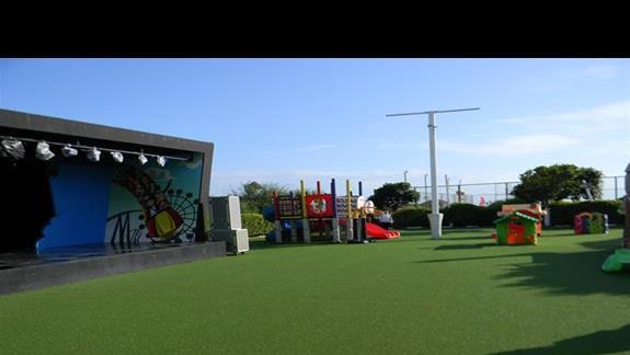 Amfiteatr i plac zabaw dla dzieci w hotelu  Ela Quality Resort