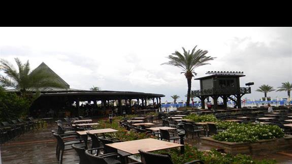 Restauracja zewnętrzna w hotelu Papillon Belvil Club