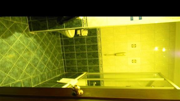 Łazienka w pokoju standardowym hotelu Papillon Belvil Club