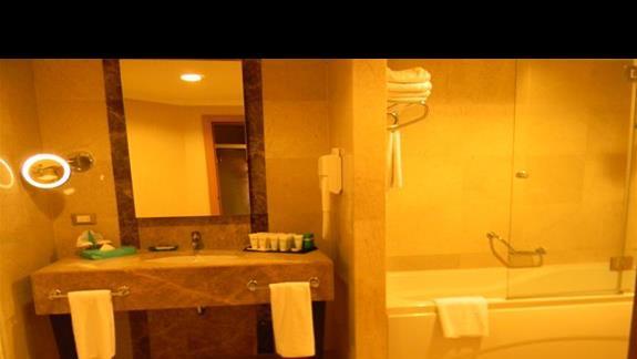 Łazienka w Family Taras Room w hotelu Susesi De Luxe Resort