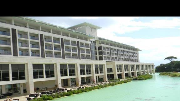 Hotel Rixos Premium z zewnątrz