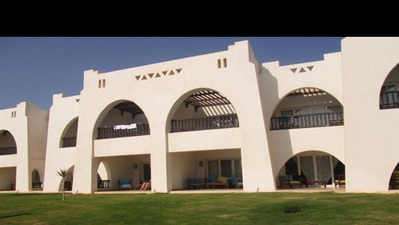 bungalowy w których turyści sa kwaterowani