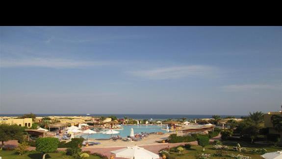 teren hotelu- widok na basen