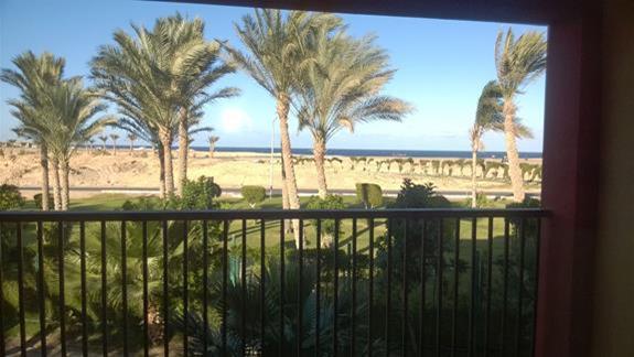 Widok na morze z balkonu w hotelu Aurora Oriental Bay