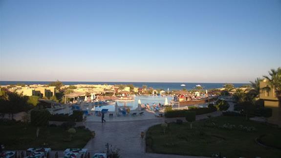 Widok na basen w hotelu Three Cornes Fayrouz