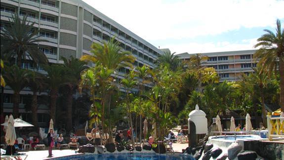 Fragment ogrodu i budynek IFA Buenaventura