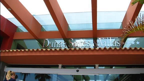 Wejście do hotelu Dunas Suites & Villas