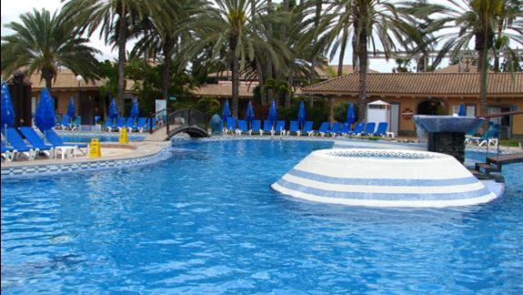 Basen w hotelu Dunas Suites & Villas