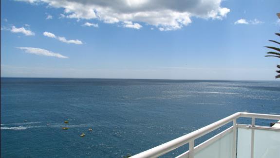 Widok z jednego z balkonów w hotelu Taurito Princess