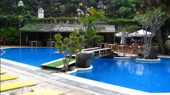 Basen w hotelu Puerto De La Cruz