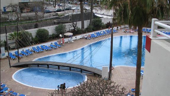Basen w  hotelu Alexandre Troya