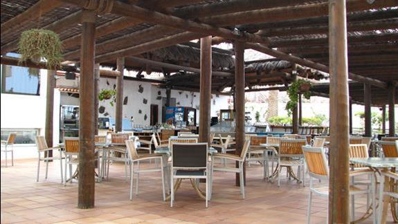 Bar zewnętrzny w  hotelu Alexandre Troya