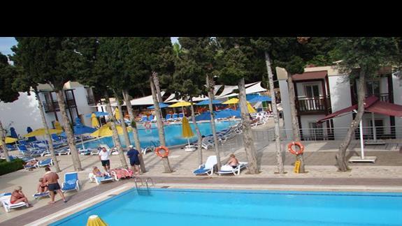 dwa piękne baseny.