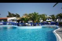 Hotel Filerimos Village - baseny z tylu hotelu