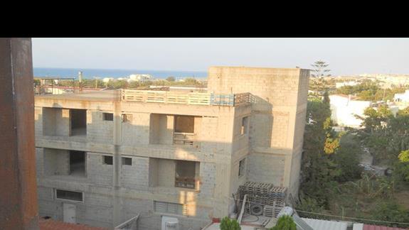 Oprócz widoku na basen, do dyspozycji takze widok na niedokonczona budowe.