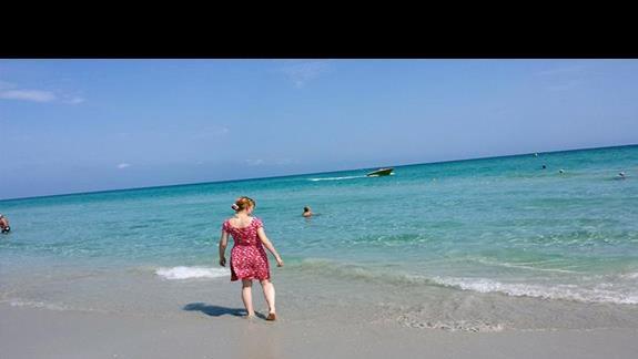 ładne może, piaszczysta i szeroka plaża, ciepła woda