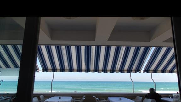 widok z restauracji w budynku B i taras jadalny