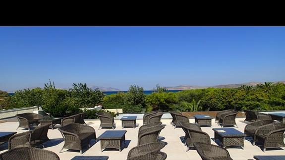 Taras w hotelu Caravia Beach