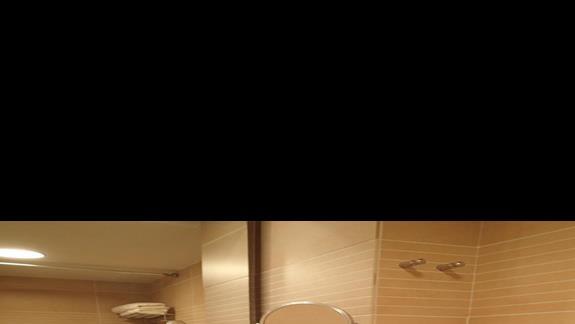 Łazienka w pokoju standardowym w hotelu Caravia Beach