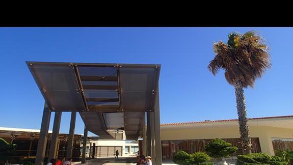Wejscie glówne do hotelu Kipriotis Village